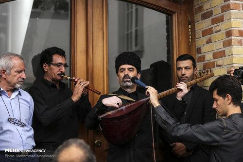 اجرای موسیقی آذری توسط عاشیقها